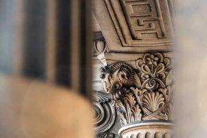 Capitello colonna palazzo Via Manzoni 9